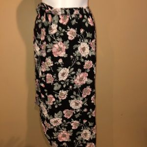 Wrap skirt island floral. Flow mid size small